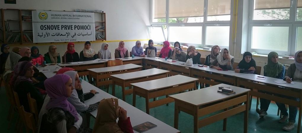 """Seminar """"Osnove prve pomoći"""" u Tuzli"""